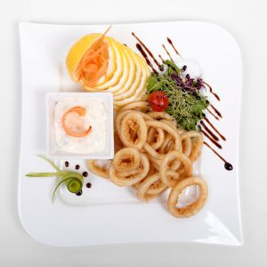 Breaded squid with tartar sauce (200 g)
