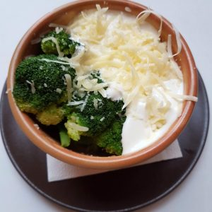 Broccoli cu cascaval si smantana (250 g)
