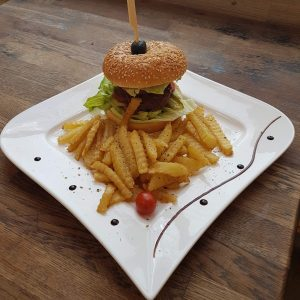 Hamburger vita cu cartofi prajiti 400g